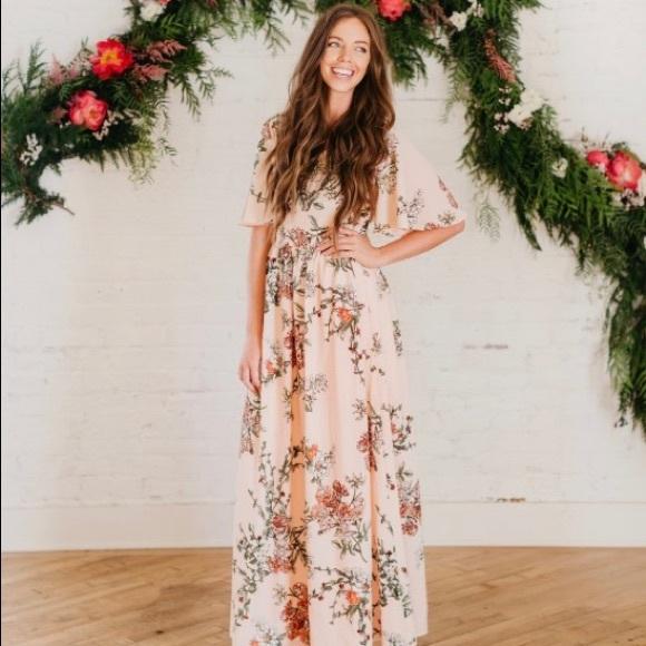 8af48a9e252 Dresses   Skirts - STUNNING pink floral maxi dress
